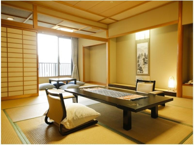 翔鷺館西館12.5畳+4.5畳掘りごたつ付 (Japanese-style Room (Shorokan Wing/West Wing))