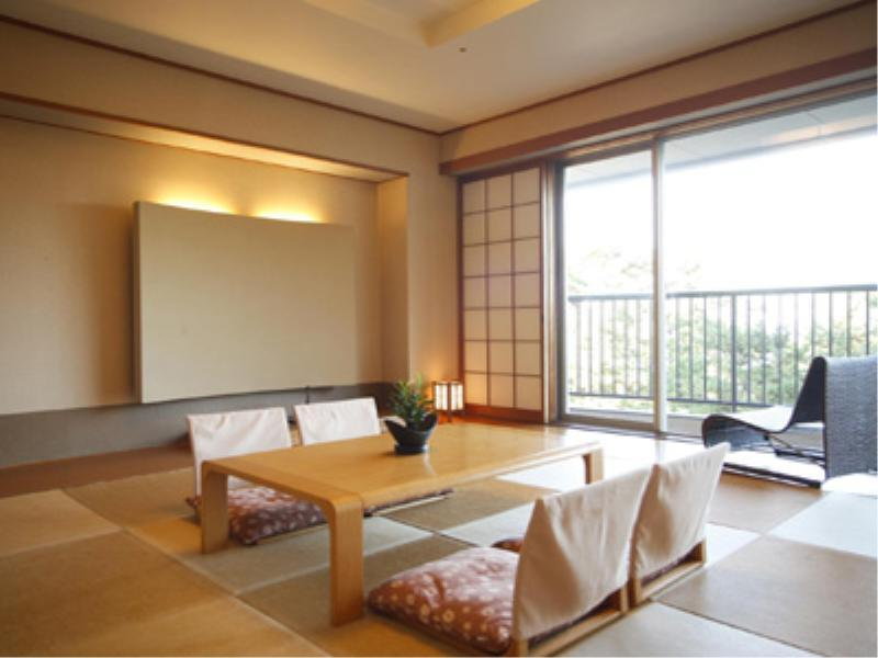 本館 琉球畳和室  (Japanese-style Room with Okinawan Tatami (Main Building))