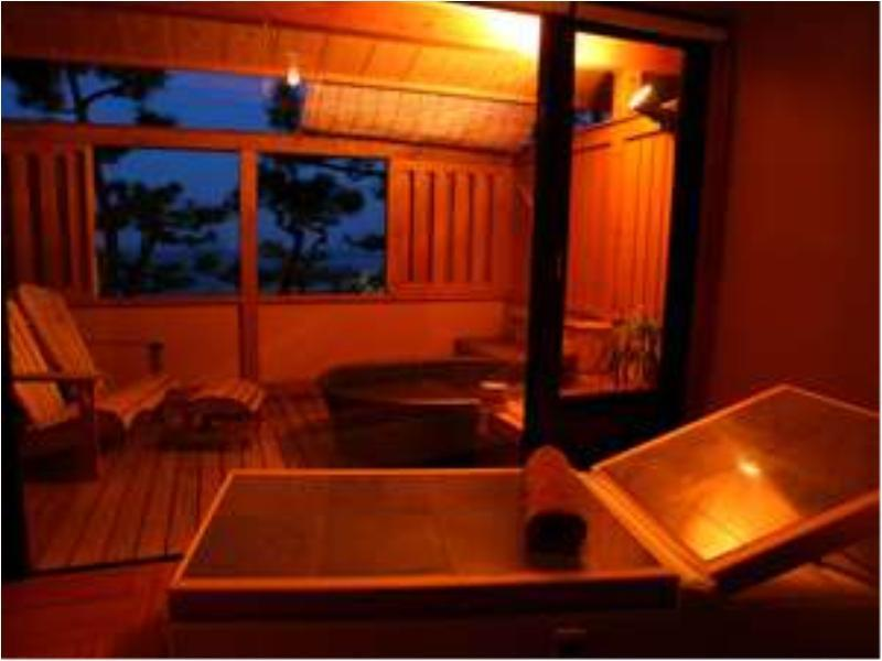 大きな浴槽でゆったり露天風呂付客室「海~umi」 (Japanese-style Room with Open-air Bath (Ocean Side, South Wing))