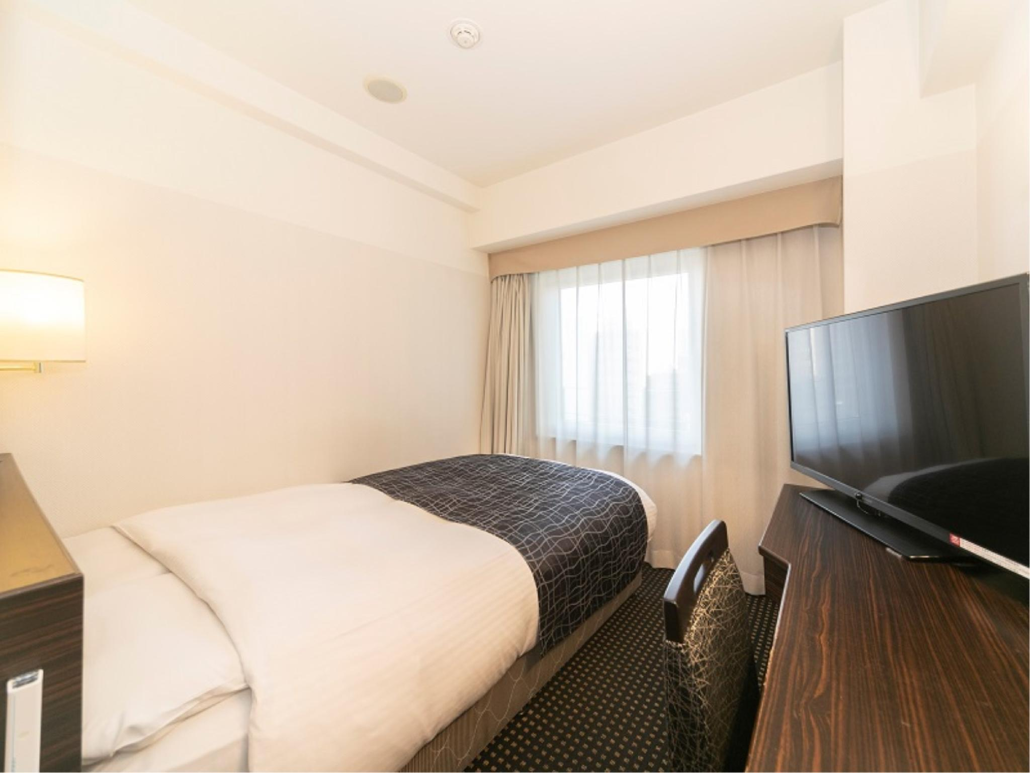 简易双人中床房 (Compact Semi-double Room)