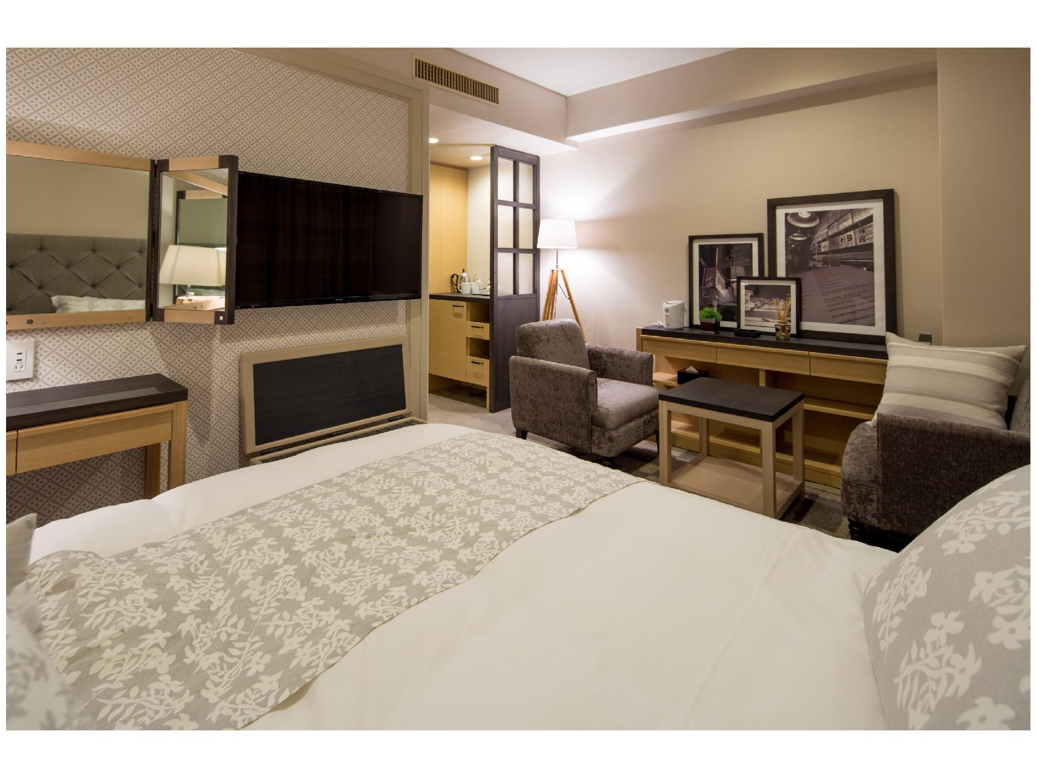 Premiere Double Room (King Bed)