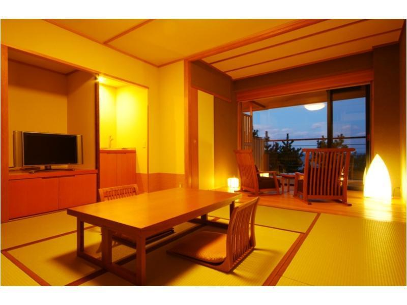 【禁煙】海が見える☆檜の露天風呂付和洋室49平米【暁の抄】 (Japanese/Western-style Room with Open-air Bath (2 Beds, Akatsuki-no-Sho Type))