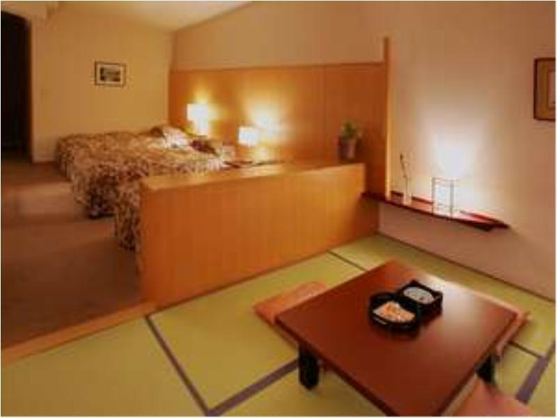 中央馆 和洋式房(2-3张床) (Japanese/Western-style Room (2-3 Beds, Central Wing))