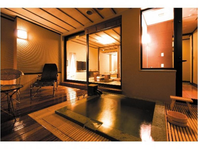Japanese/Western-style Hollywood Twin Room with Open-air Bath + Deck