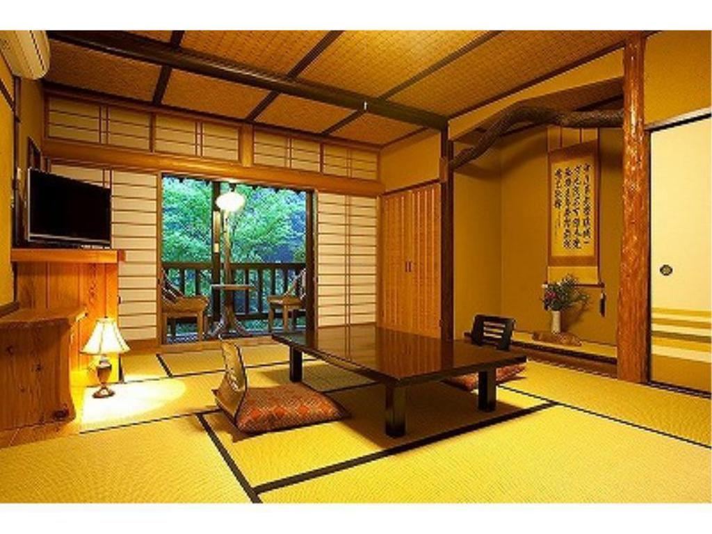 Detached Japanese-style Room with Terrace (10 tatami) *Smoking allowed only on terrace - Guestroom Ryokan Okunoyu
