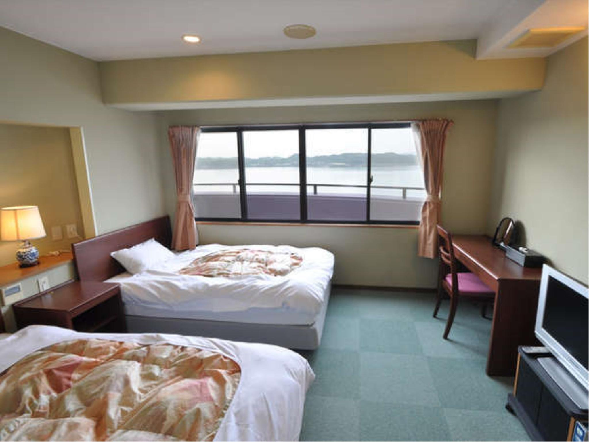 Japanese/Western-style Room (Japanese/Western-style Room (2 Beds, Ocean View, Main Building))