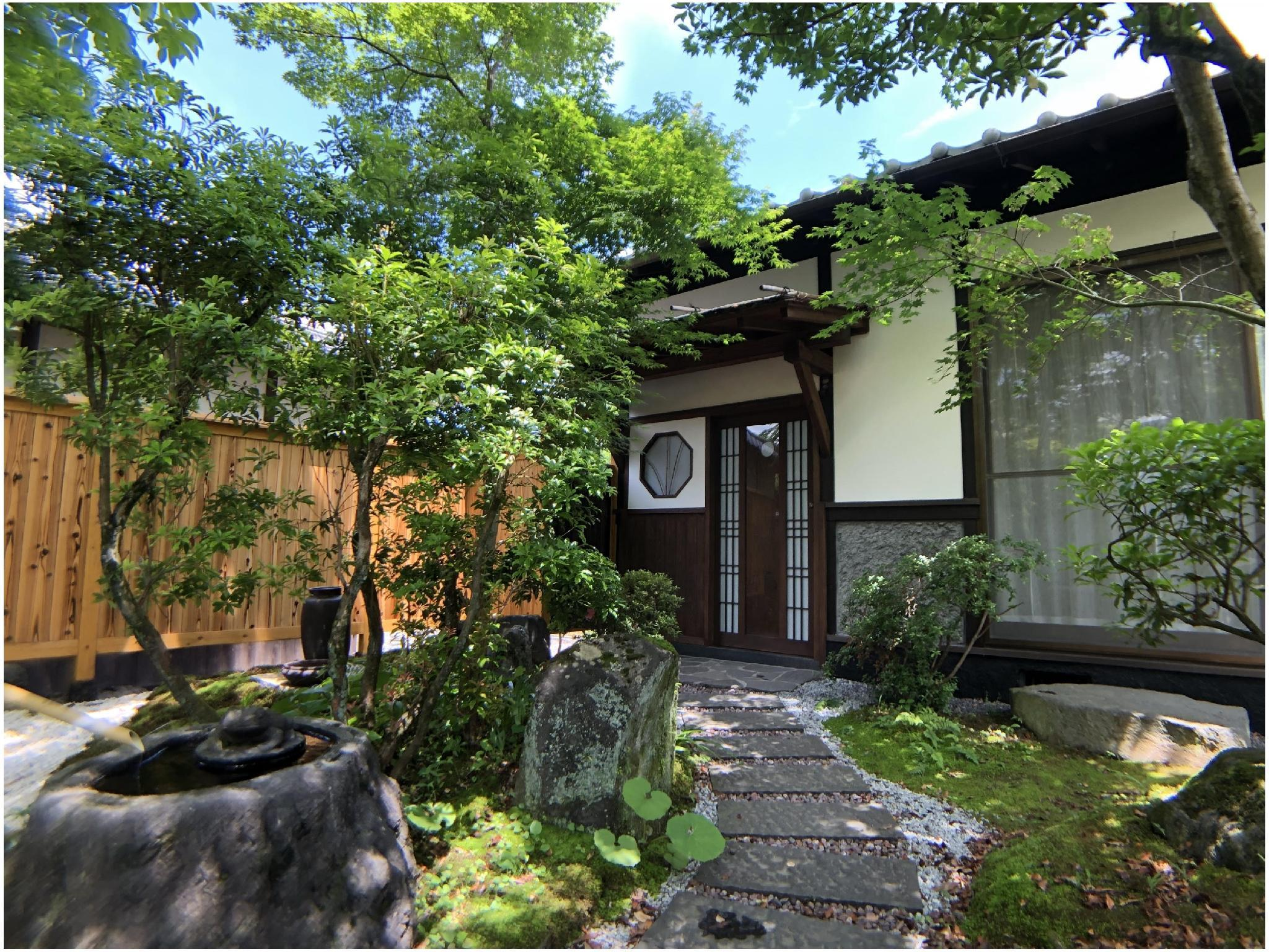 1동 건물(다다미 객실/정원) (Private House (Japanese-style Room + Garden))