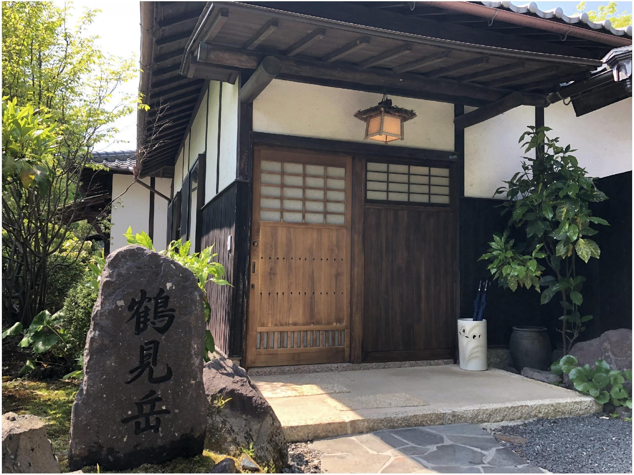 【鶴見岳】ひのきの内湯付きの離れ(10畳) (Detached Japanese-style Room with Indoor Cypress Bath)