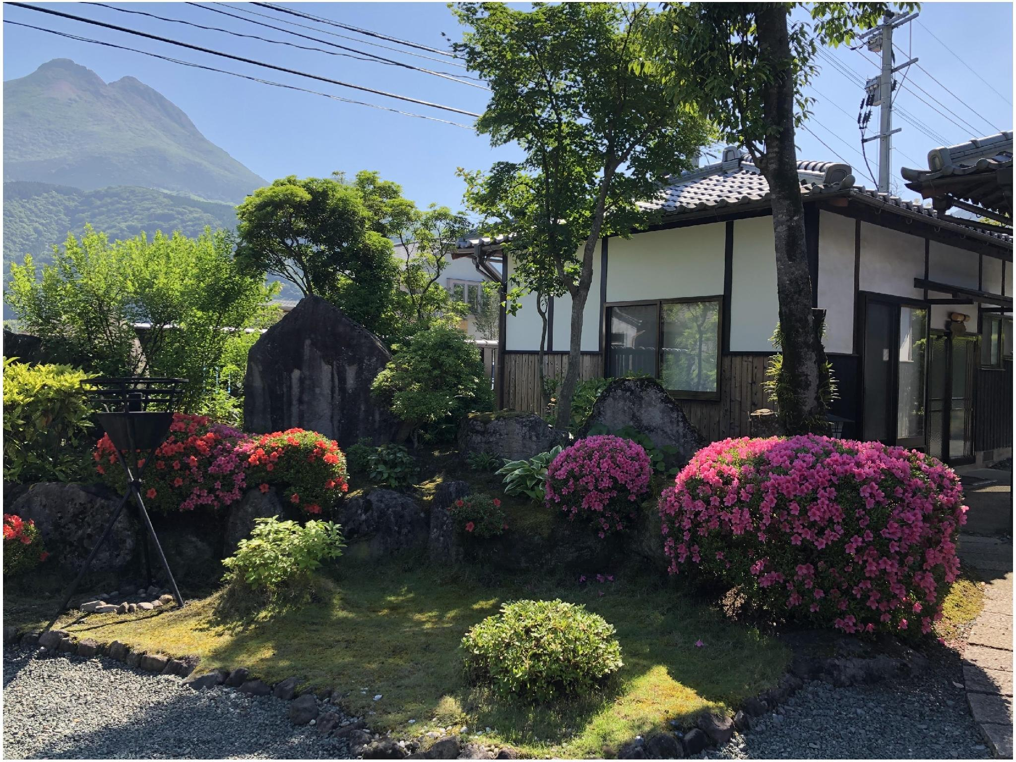 【八山】一軒家風客室(6畳+6畳) ※道路沿い (Private House (Japanese-style Room) *Located along road)