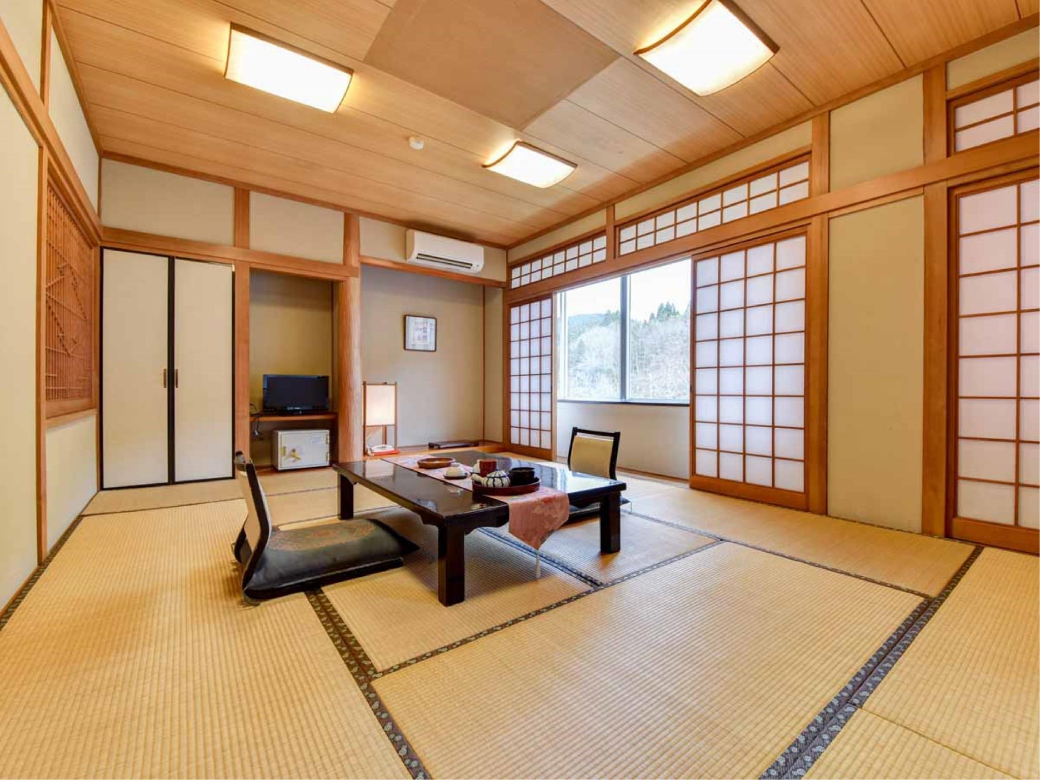 Japanese/Western-style Room (*Non-smoking from 2020/4/1)