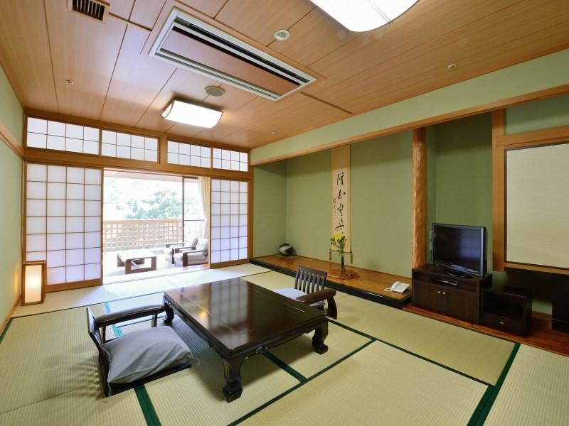 檜風呂付き本館 和室|12畳+洋間 (Japanese-style Room with Cypress Bath (Main Building))