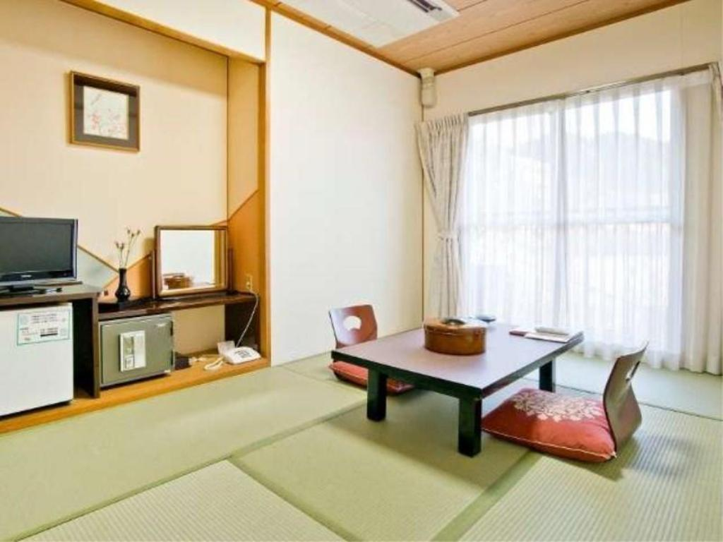Japanese-style Room or Western-style Room (Main Building/South Wing) *Allocated on arrival