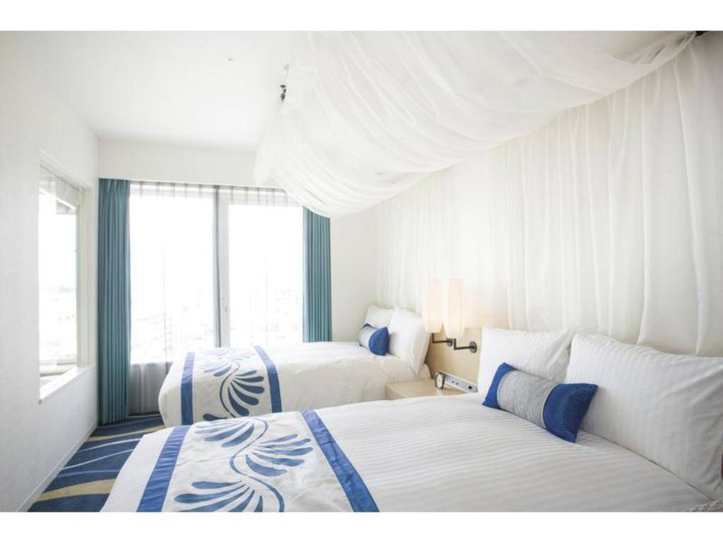 Premium Twin Room with View Bath - Guestroom