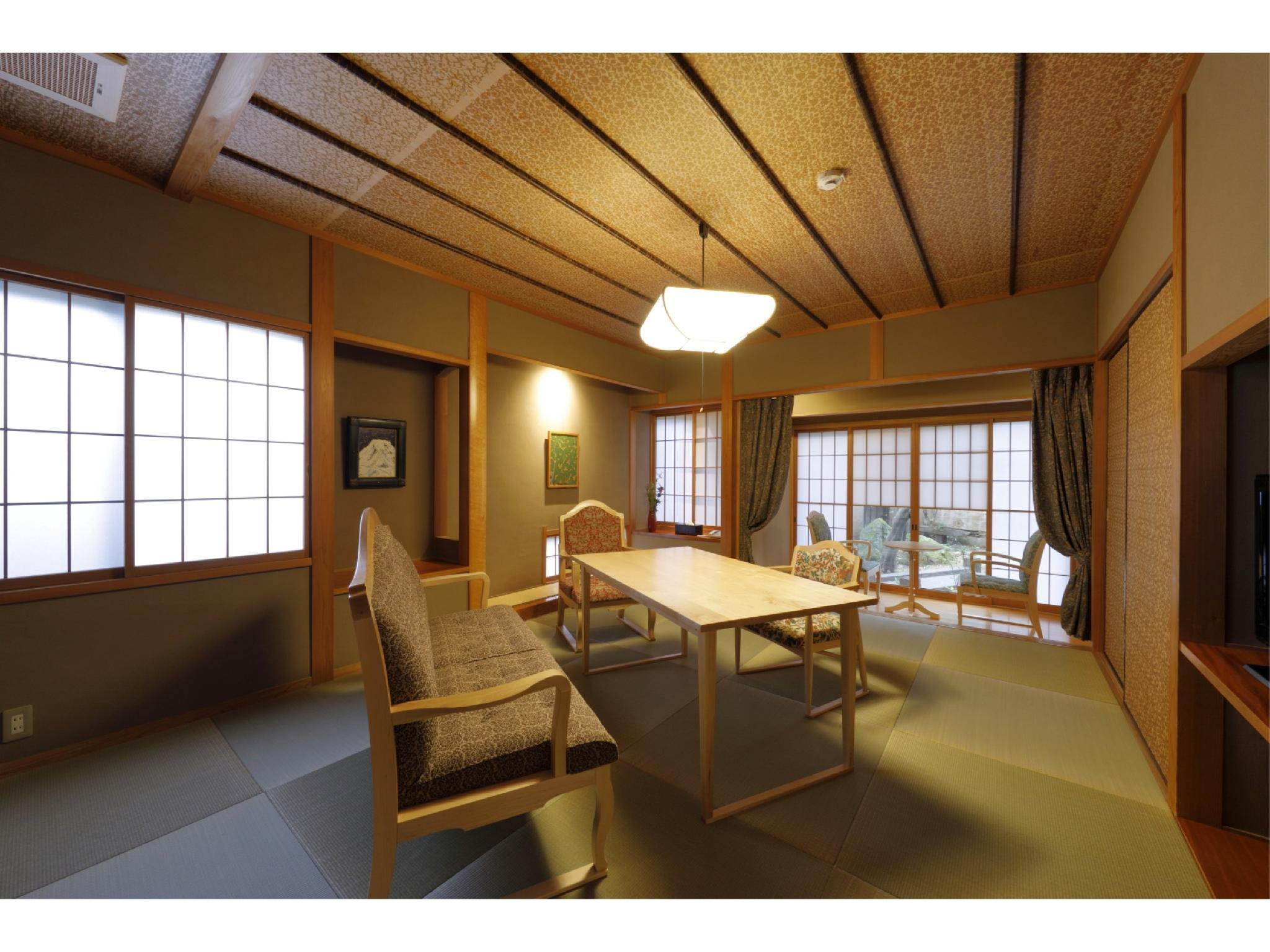 복층형 객실(별채/원천방류식 노천탕) (Detached Maisonette with Open-air Hot Spring Bath)