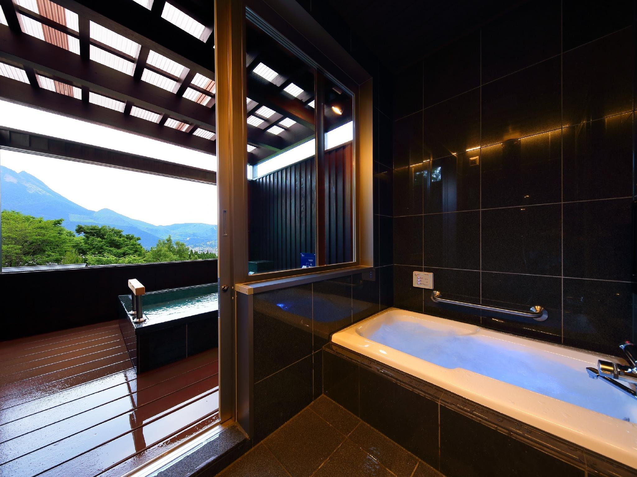 Detached Japanese/Western-style Room with Foot Bath, Open-air Bath, and Jacuzzi Bath (Type C, Hanayoshi Type)