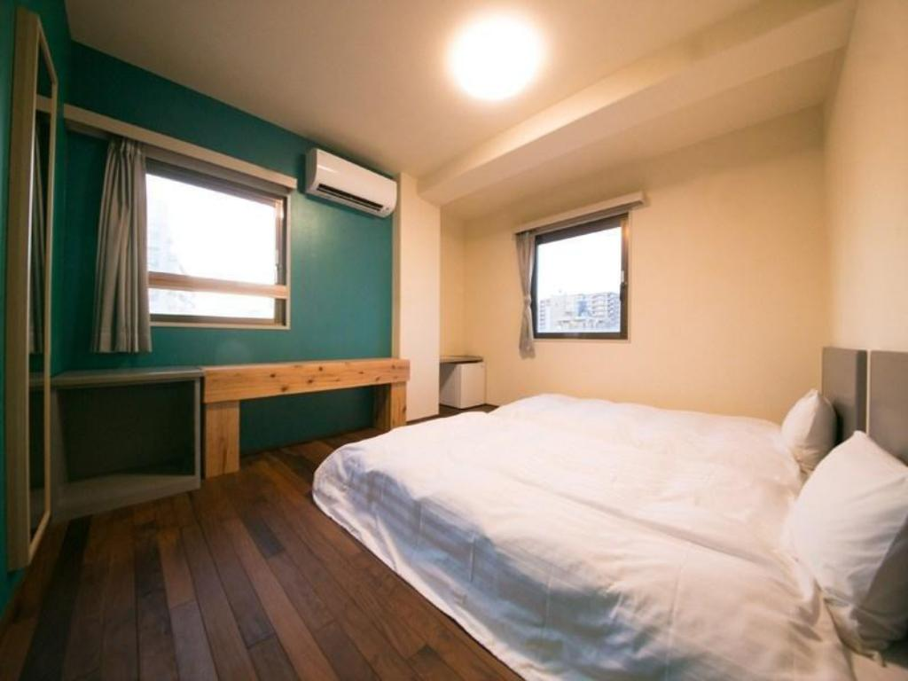Twin Room with Wooden Flooring
