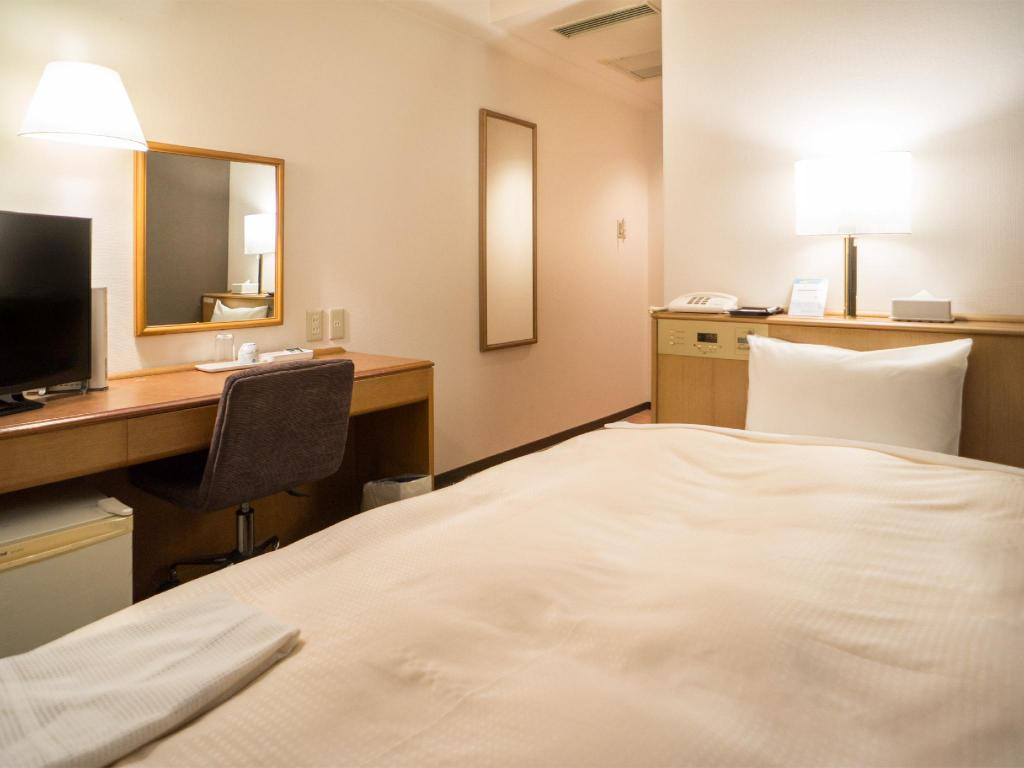 Wide Single Room - Guestroom Kochi Palace Hotel