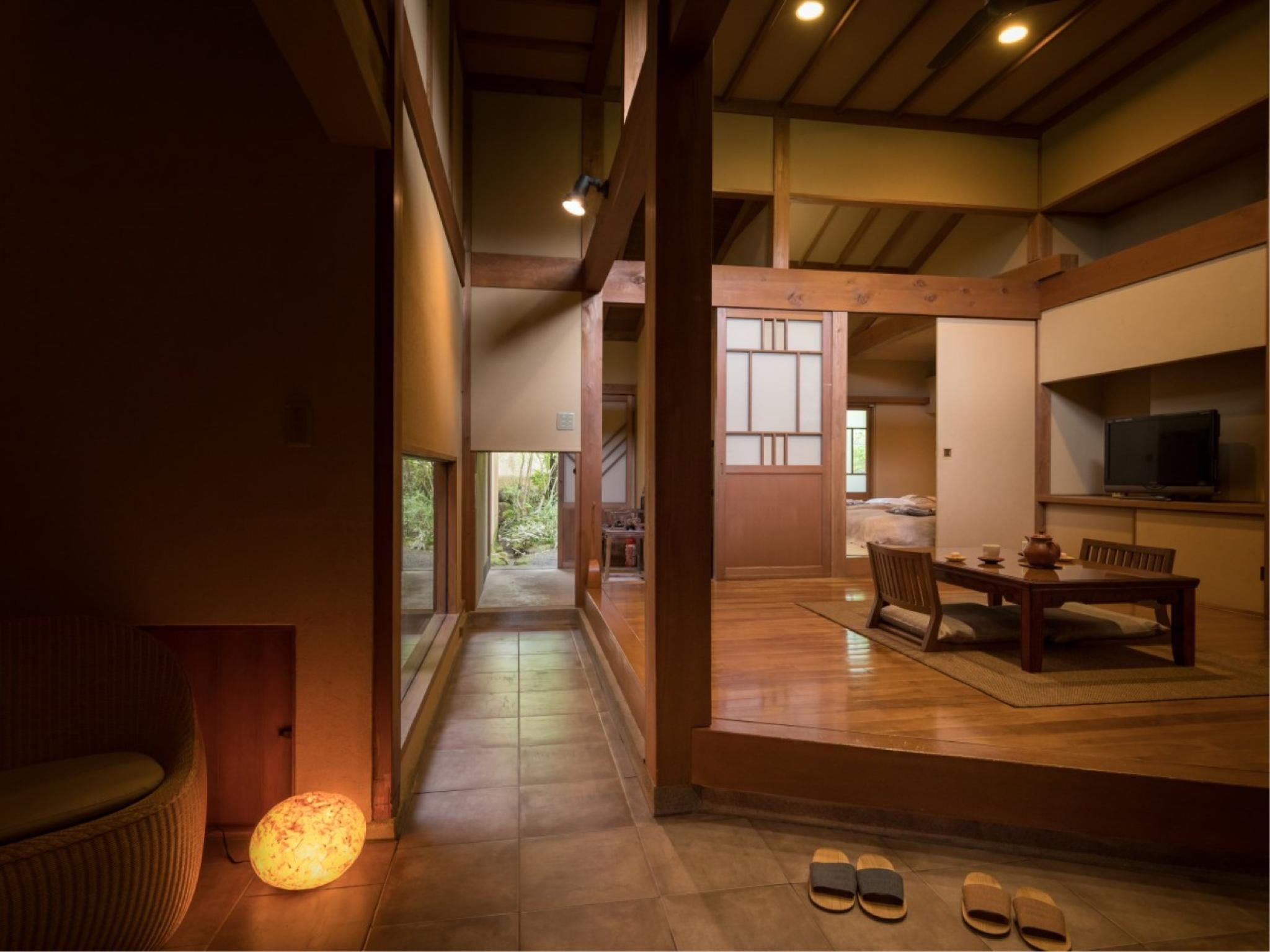 Detached Japanese/Western-style Room with Open-air Bath (Suou Type)