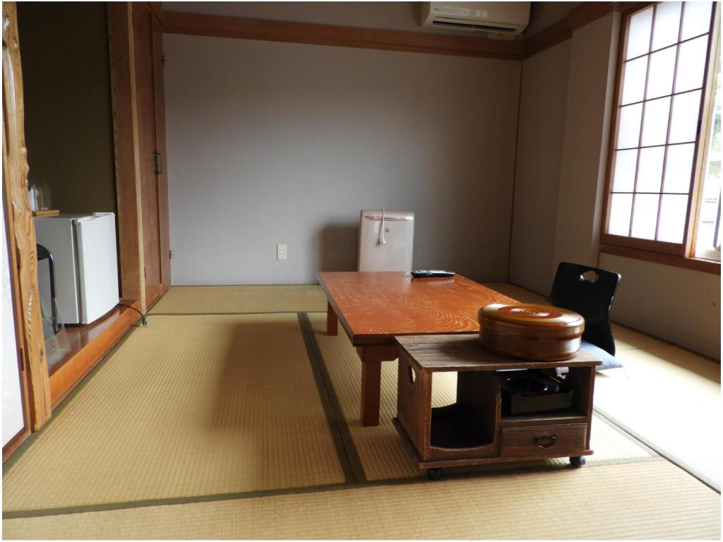Japanese-style Room (Main Building) *No bath in room - 客房