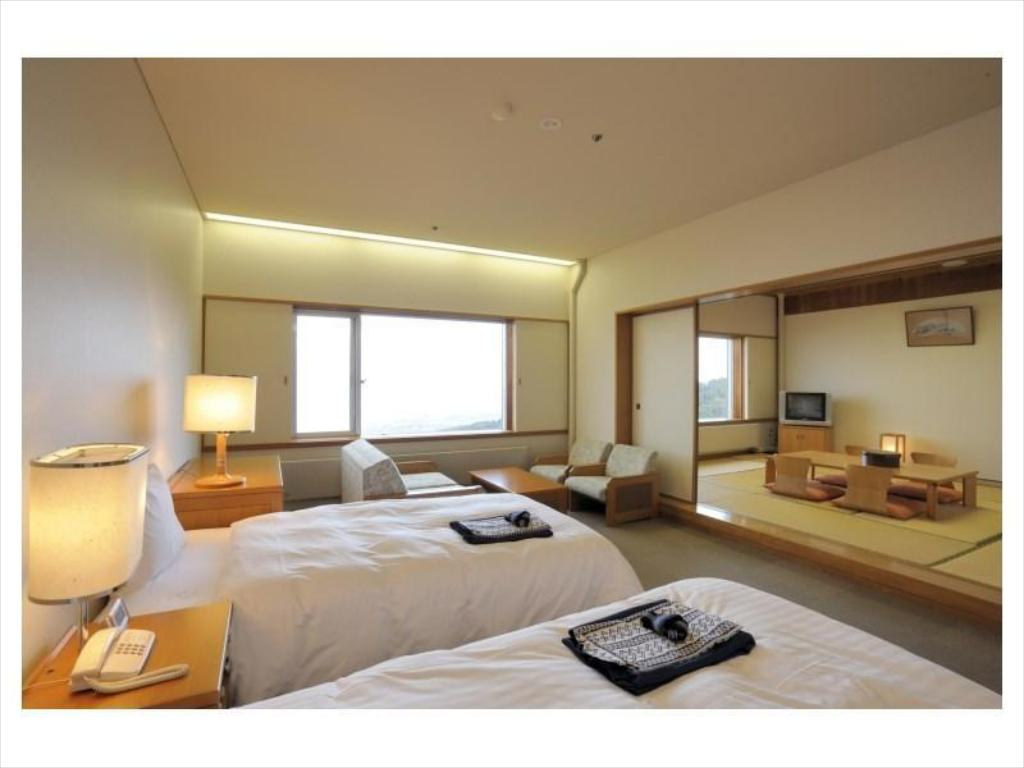 Japanese/Western-style Semi-suite (2 Beds) - Guestroom Ibusuki Bay Hills Hotel & Spa (From Sept. 1, 2020: Amoruoka)