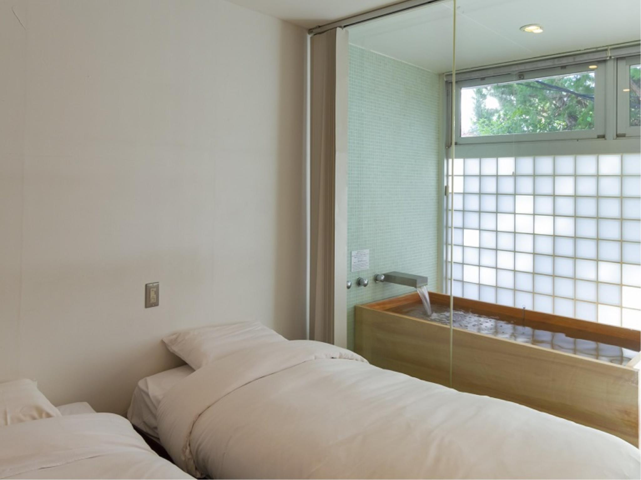 Japanese/Western-style Room with Hot Spring Bath (Kaede Type)