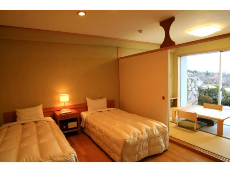 Japanese/Western-style Room (2 Beds, East Wing)
