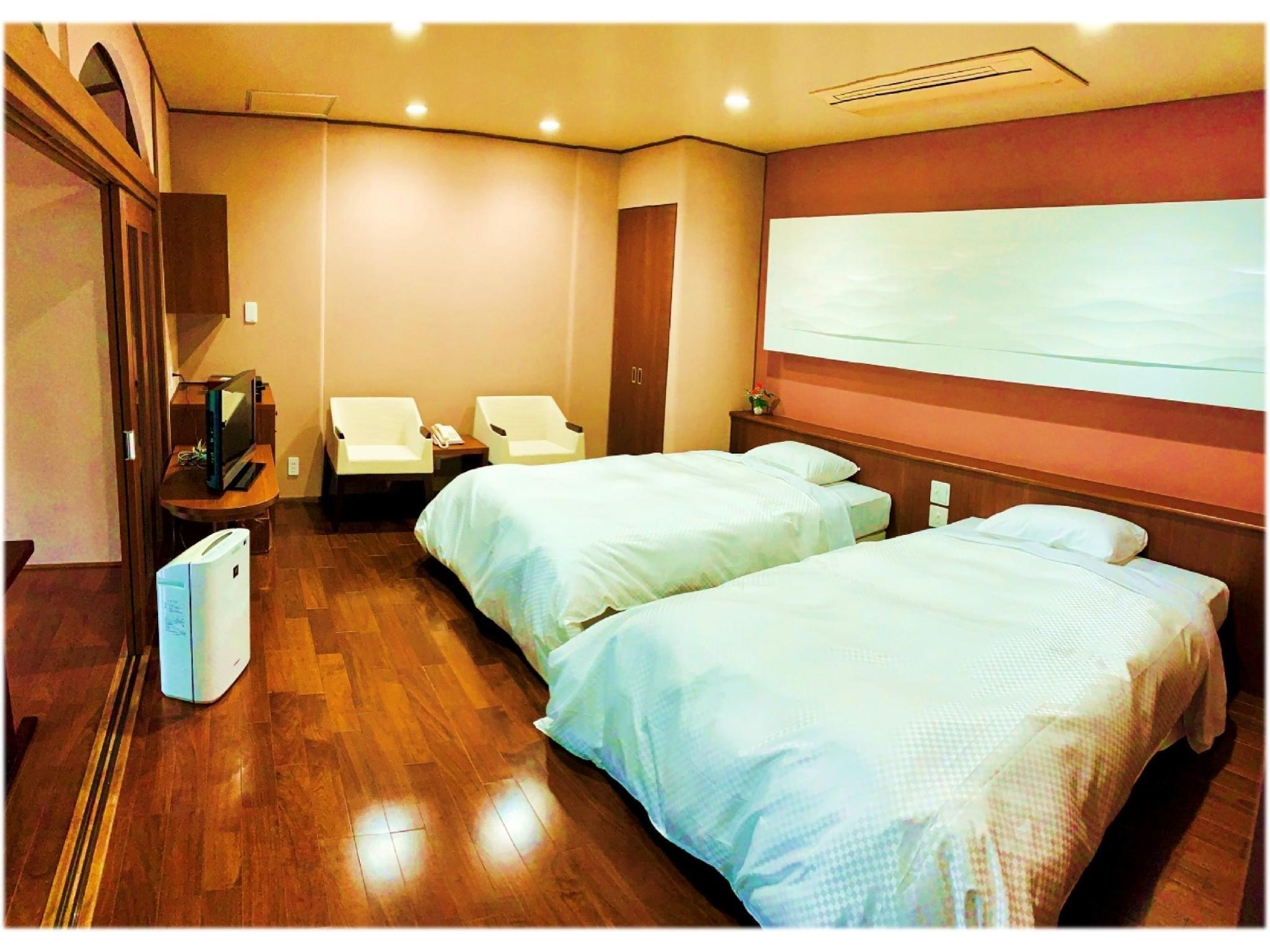 和洋式房 (Japanese/Western-style Room with Open-air Bath (Japanese-style Room + Western-style Room, 2 Beds))