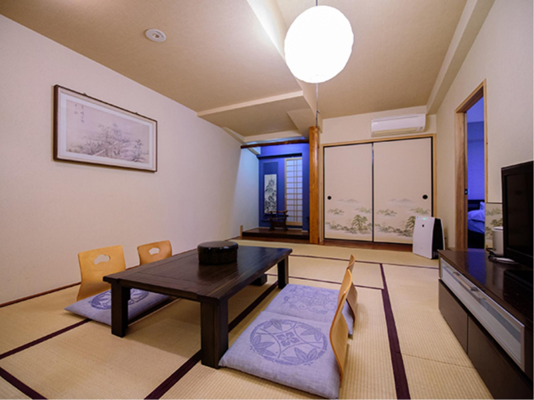 Special Japanese/Western-style Room with Open-air Cypress Wood Bath