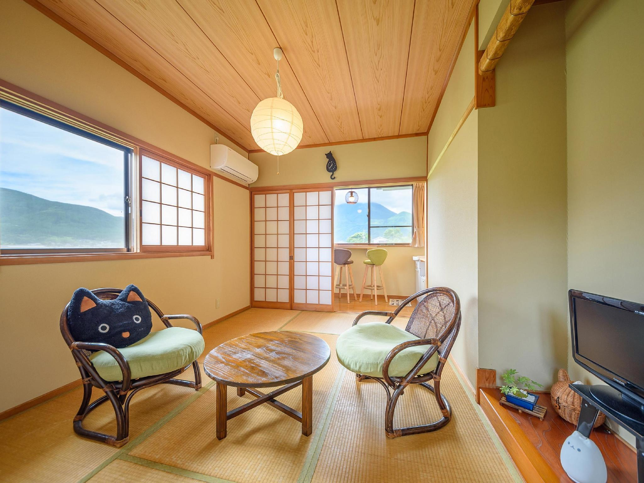 Japanese-style Corner Room *Has toilet + washroom