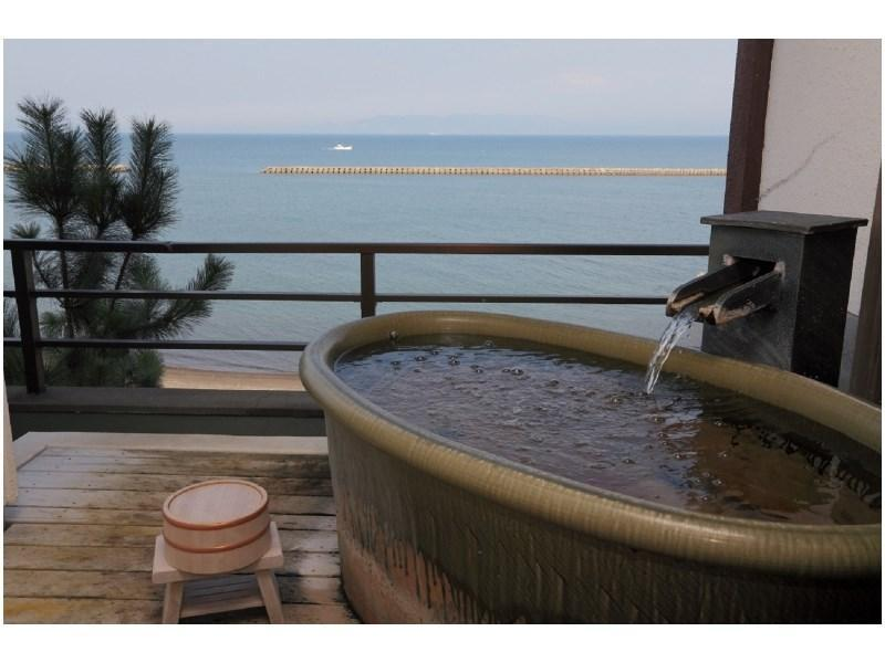 Japanese-style Room with Earthenware-style Open-air Bath