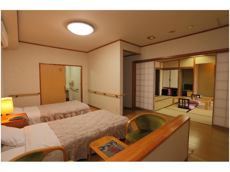 Barrier Free Japanese/Western-style Room (Japanese-style Room + Twin Beds)