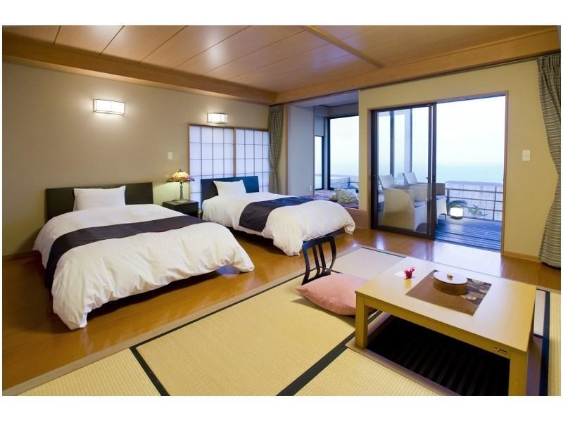 Japanese/Western-style Room with Open-air Rock Bath (Tatami Space + Twin Beds + Madoromi Living Room)
