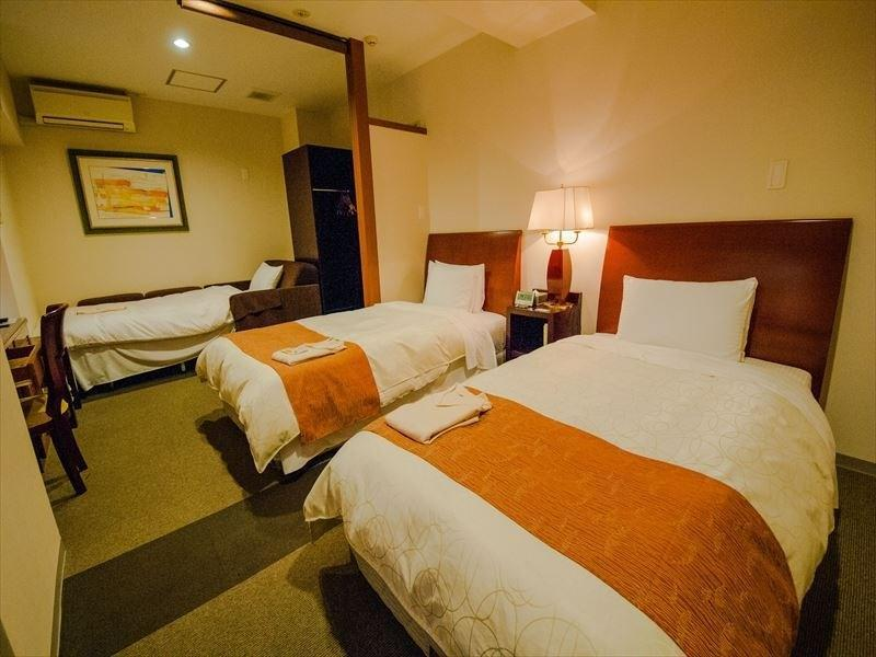 Palm Royal Twin Room