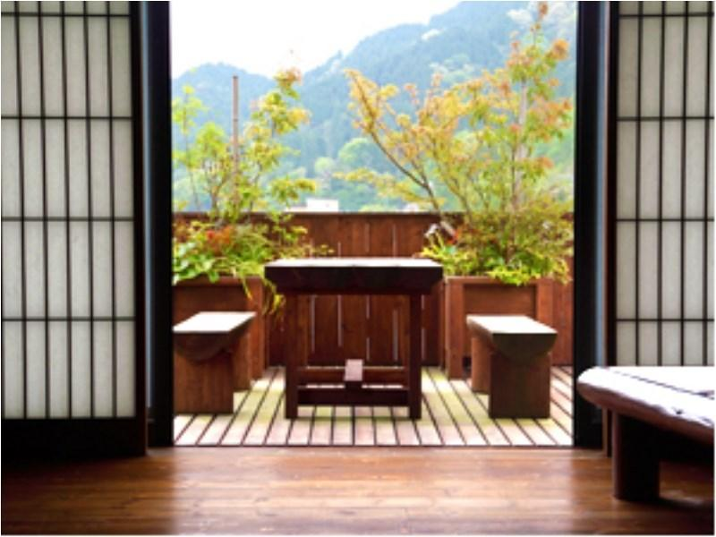 展望風呂付客室 貴賓室「天空庵」(2~7名)[喫煙] (Japanese/Western-style Suite with Scenic View Bath (Tenkuan Type))