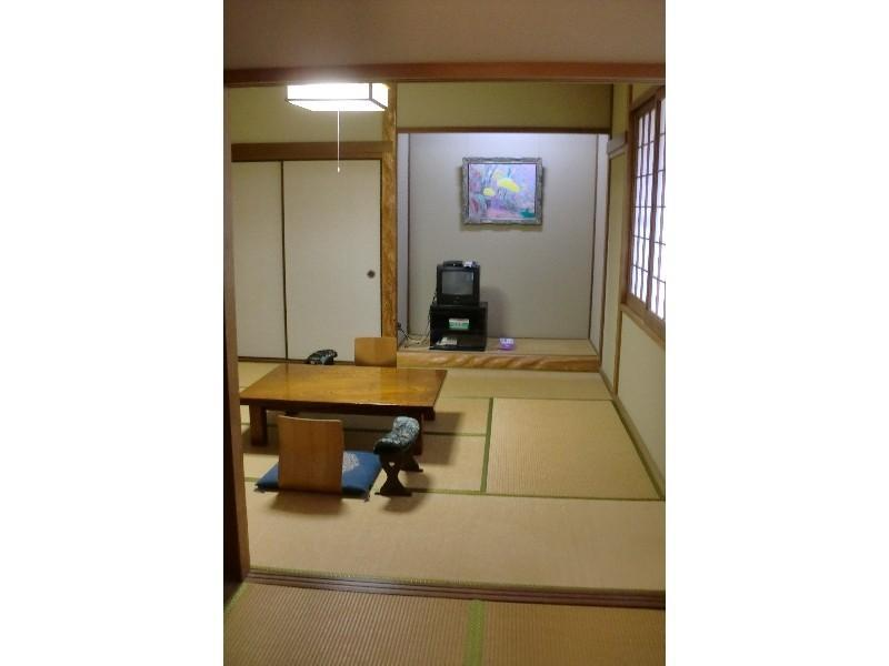 Uguisu Japanese-style Room (Street Side)