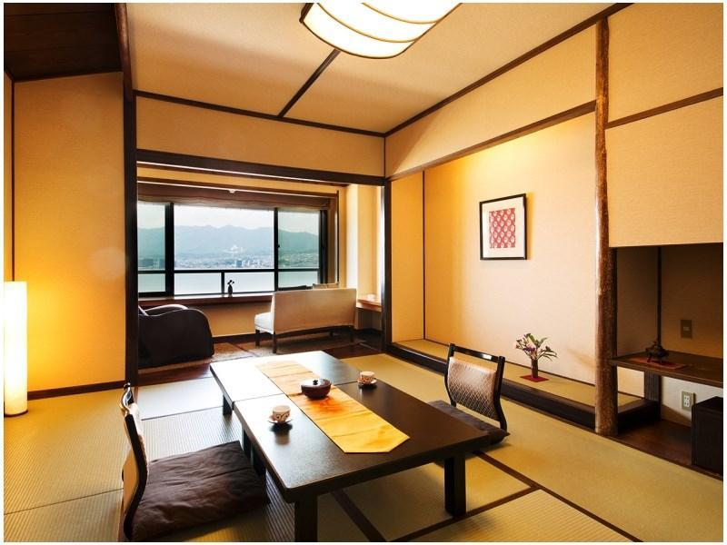 Japanese-style Room with Massage Chair