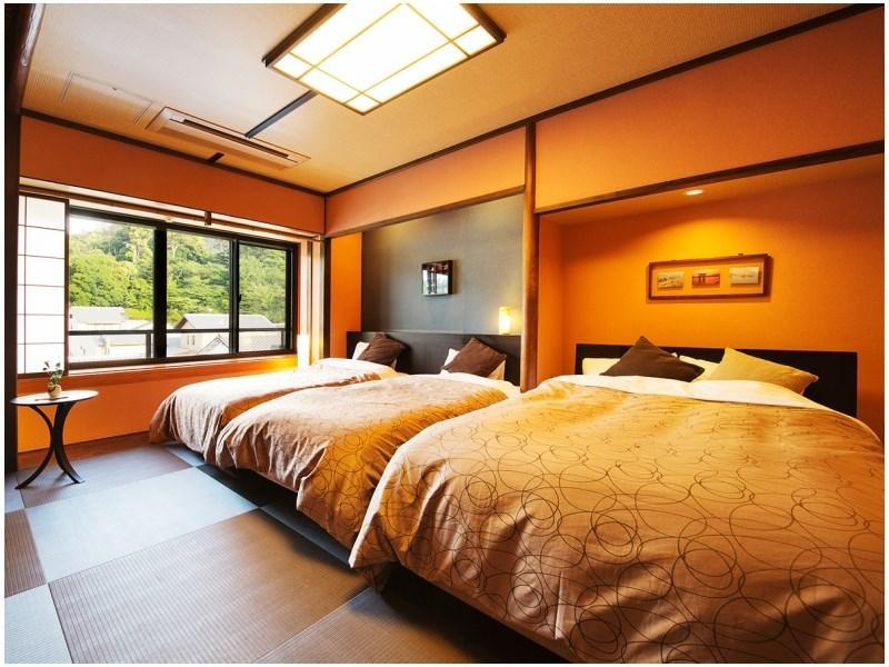 Japanese-style Room (10 tatami, 2 Single Beds + Double Bed, Waraku Type)