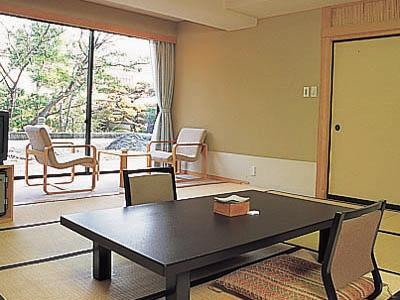 南苑 和洋室 2ベッド 庭園側  (Japanese/Western-style Room (2 Beds, Minamien Wing))