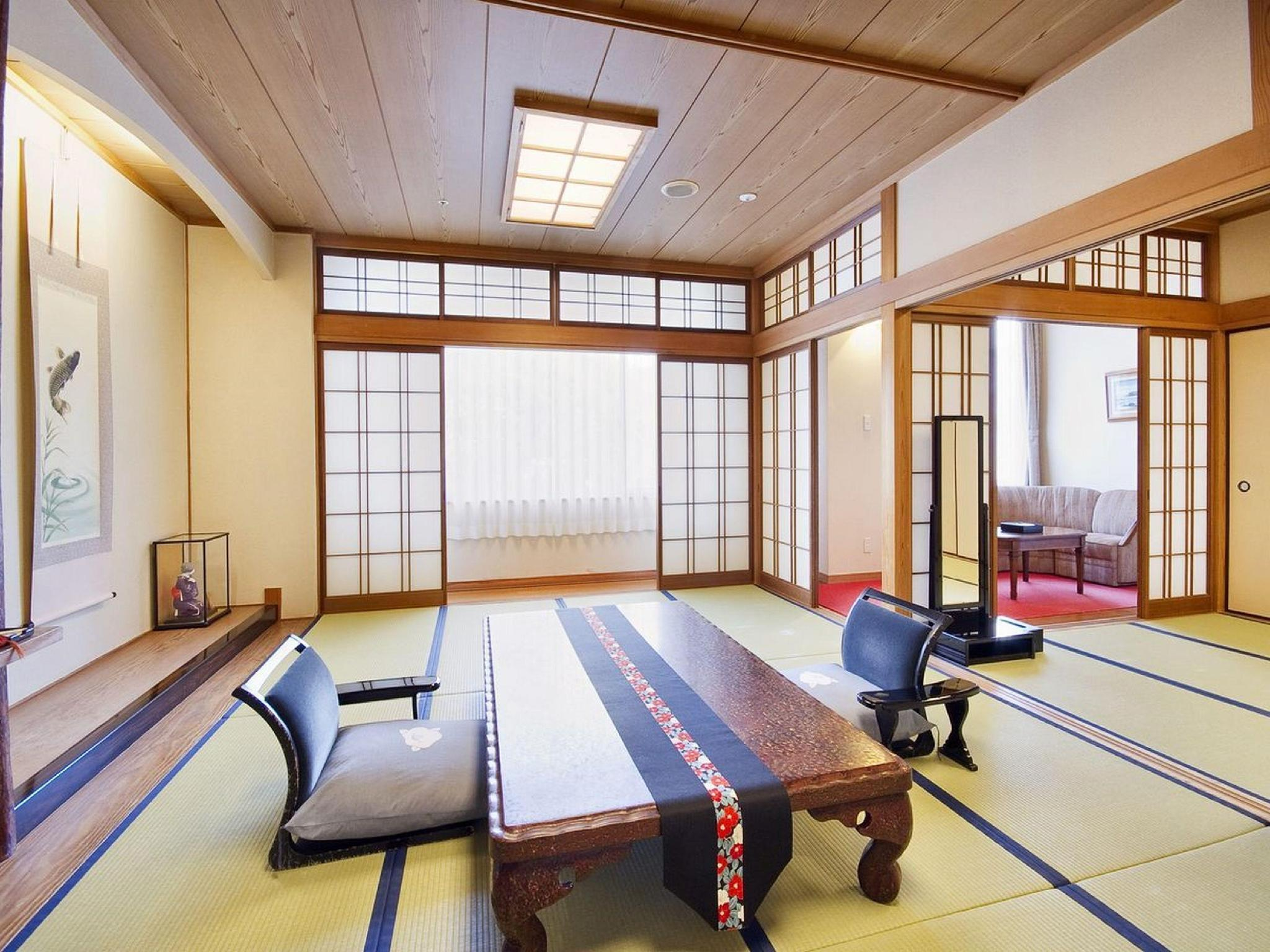 和室 (Special Japanese-style Room with Cypress Bath)