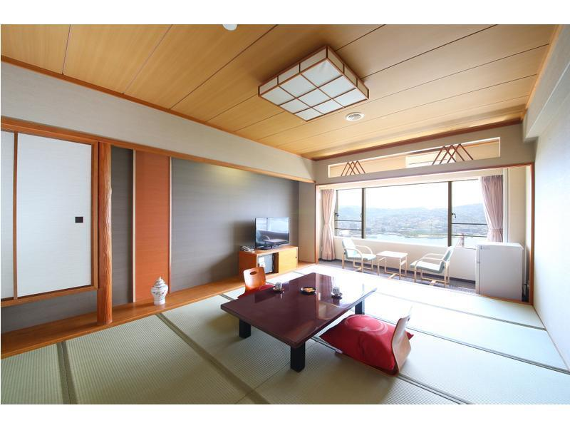 Japanese-style Room (Top Floor)