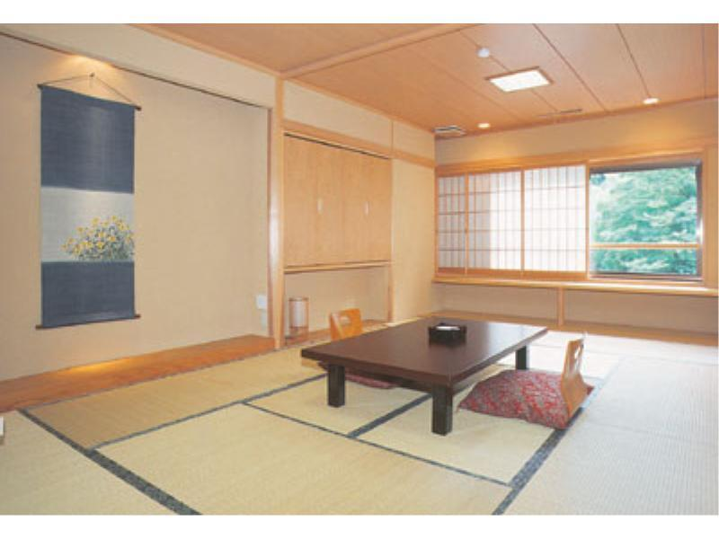 本館 和室10畳 |10畳+踏込 (Japanese Style Room Main Building)