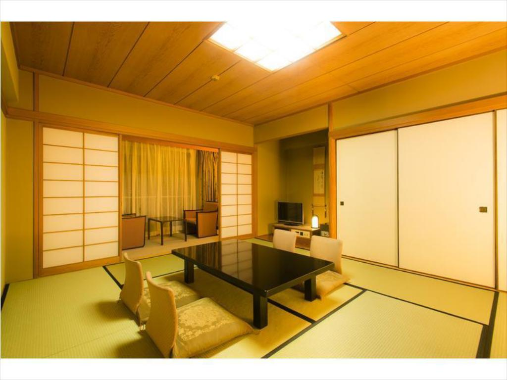 Japanese Style Room Main Building - Guestroom Hotel Shiragiku