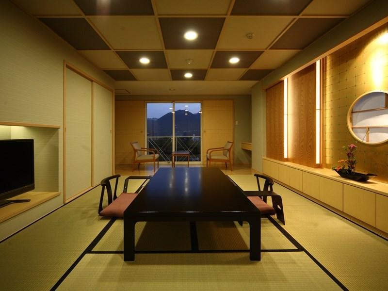 本馆 菊之时季楼层 菊万叶 特别和洋式房+半露天温泉风吕 (Special Japanese/Western-style Room with Semi Open-air Hot Spring  (Kikumanyo Type, Kiku-no-Toki Floor, Main Building))