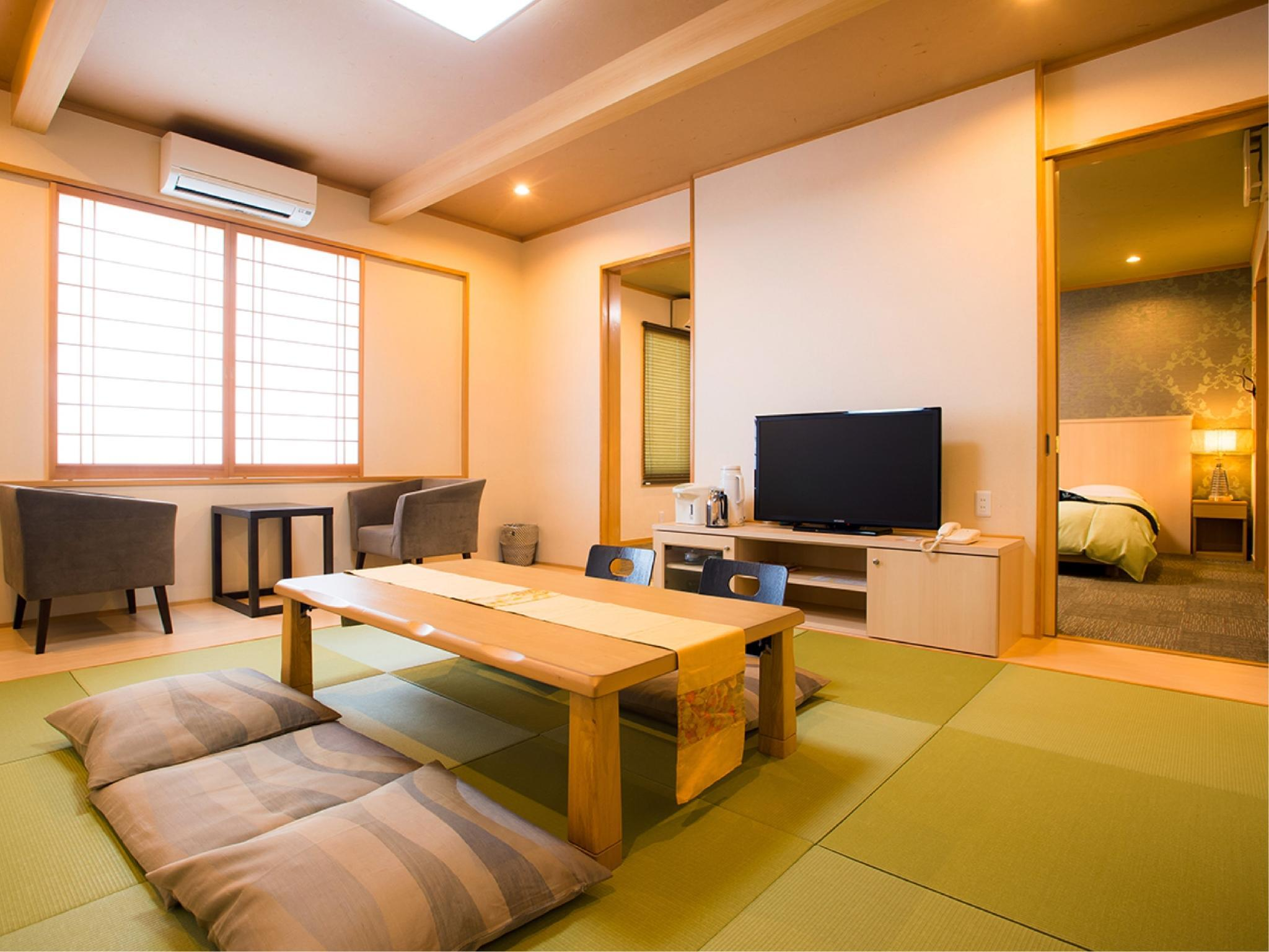 Japanese/Western-style Room (Japanese-style Room + Twin Beds, Okanoso Wing)