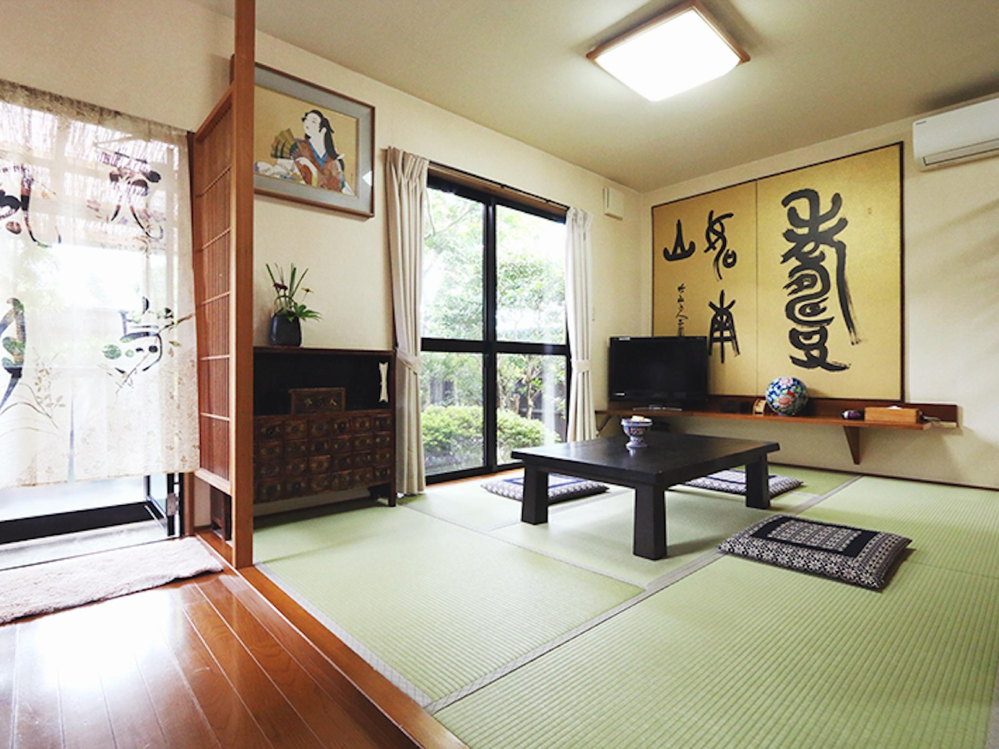 Modern Japanese/Western-style Room with Open-air Rock Bath (Annex)