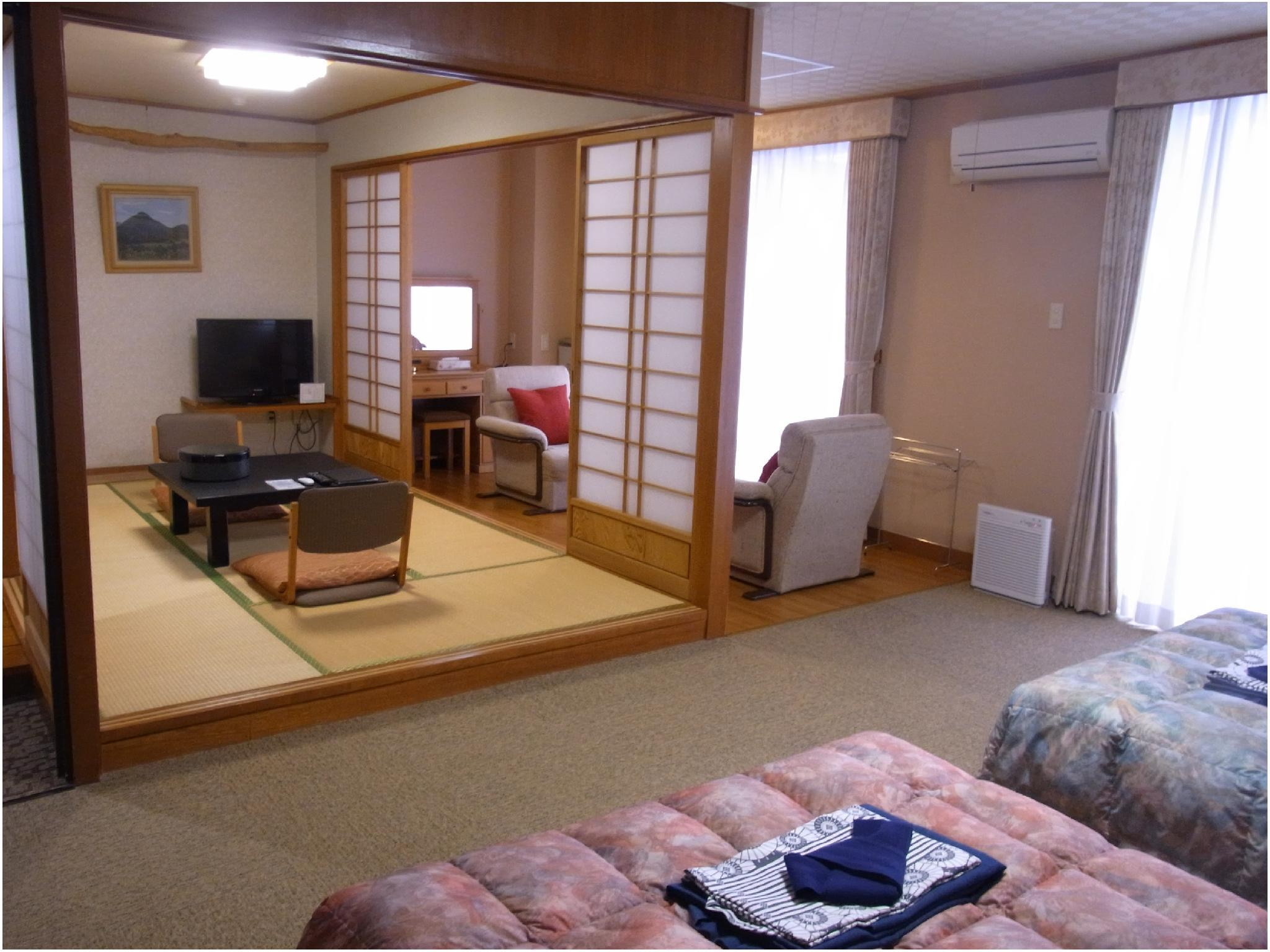 Japanese/Western-style Room with Veranda