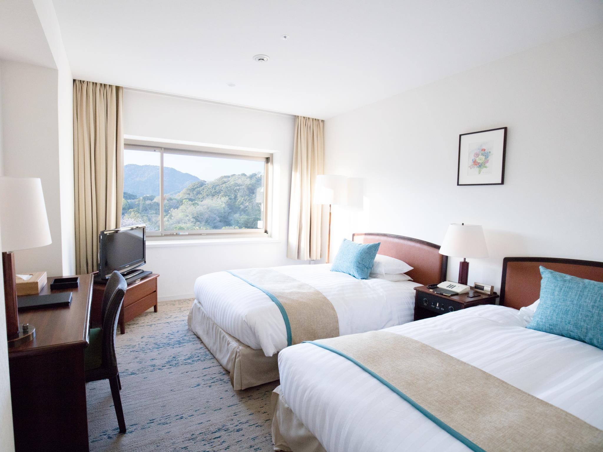 Kamar Standard Twin dengan Pemandangan Pegunungan (Standard Twin Room with Mountain View)
