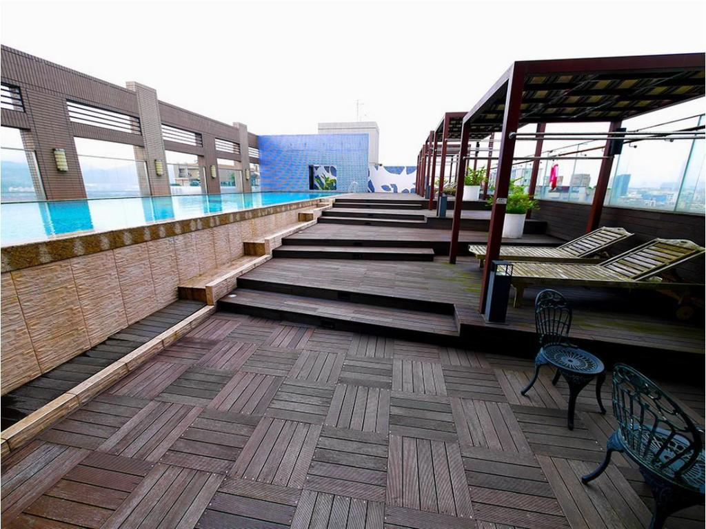 Swimmingpool CK Serviced Residence