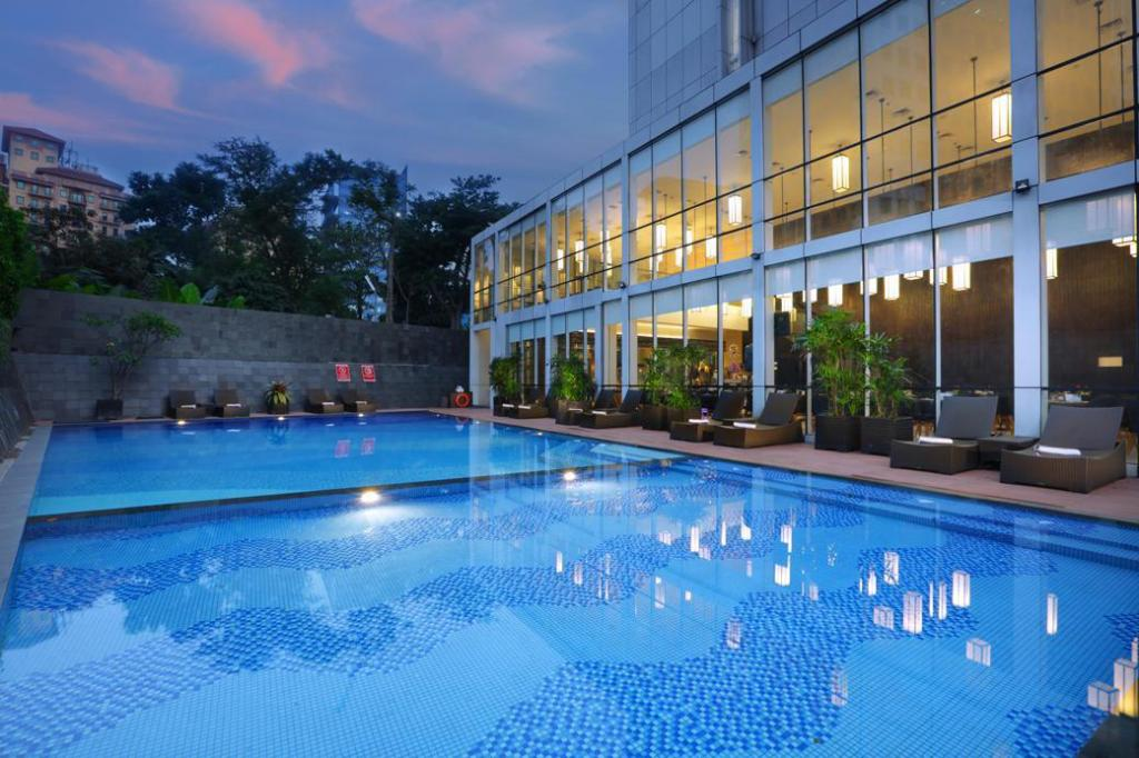 Swimming pool [outdoor] Aston Priority Simatupang Hotel and Conference Center