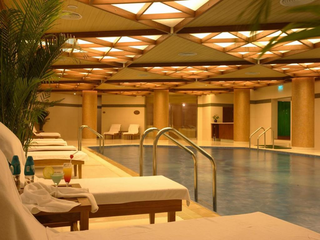 Swimming pool Capital Hotel